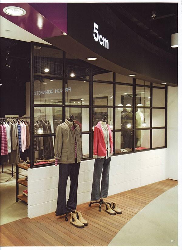 نمونه از طراحی دکوراسیون مغازه I.T نیویورک