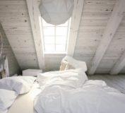 دکوراسیون اتاقک زیرشیروانی با تم سفید | دکوراسیون داخلی خانه | عکس خانه شیروانی